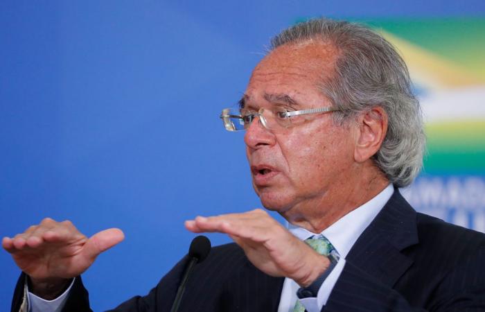 Decisão sobre despesas públicos é da classe política, diz Guedes